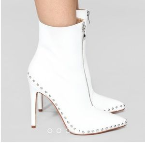 Brand New heeled Thoraya Booties White size 6.5